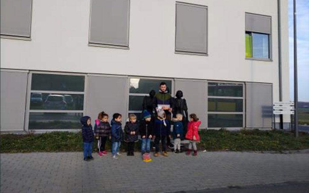 La classe de Mme Pomarico (accueil et M1) se rend à la maison de repos Les jolis bois
